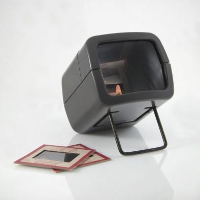 600px-Slide_magnifier (1)